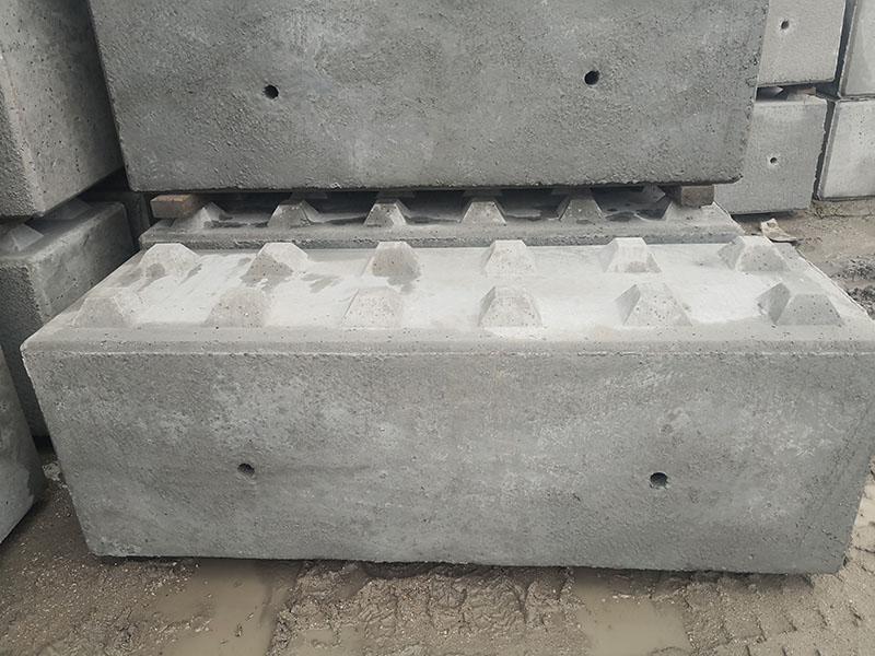 Blok betonowy prefabrykowany Bruko Bud Białe Błota