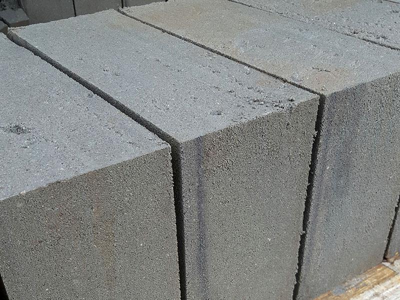 Producent przefanrykatów betonowych - produkcja bloczków z betonu Bruko-Bud k. Bydgoszczy