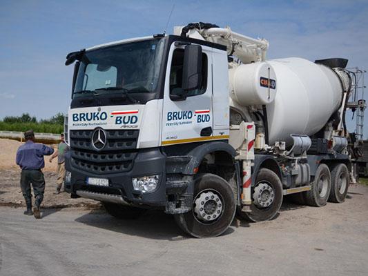 transport-betonu-bruko-bud-lisi-ogon